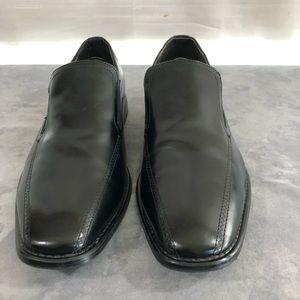 Robert Wayne  Black Slip on loafers. 9D